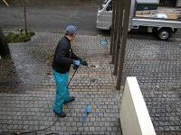 石畳 高圧洗浄します。